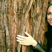 Ivonne Delaflor hugging a sequoia tree